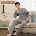 Qianxiu otoño el nuevo estilo pareja pijama pijama hombres ropa de noche elegante y cómodo
