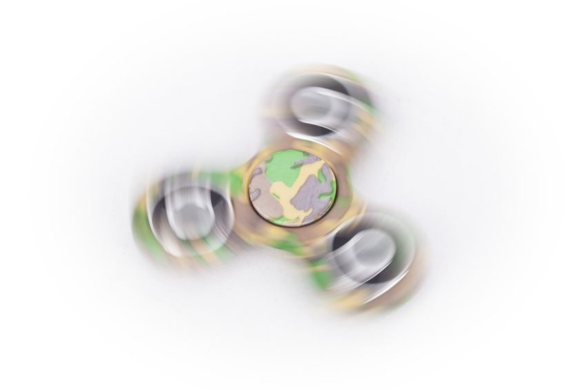 camouflage hand spinner spinning green