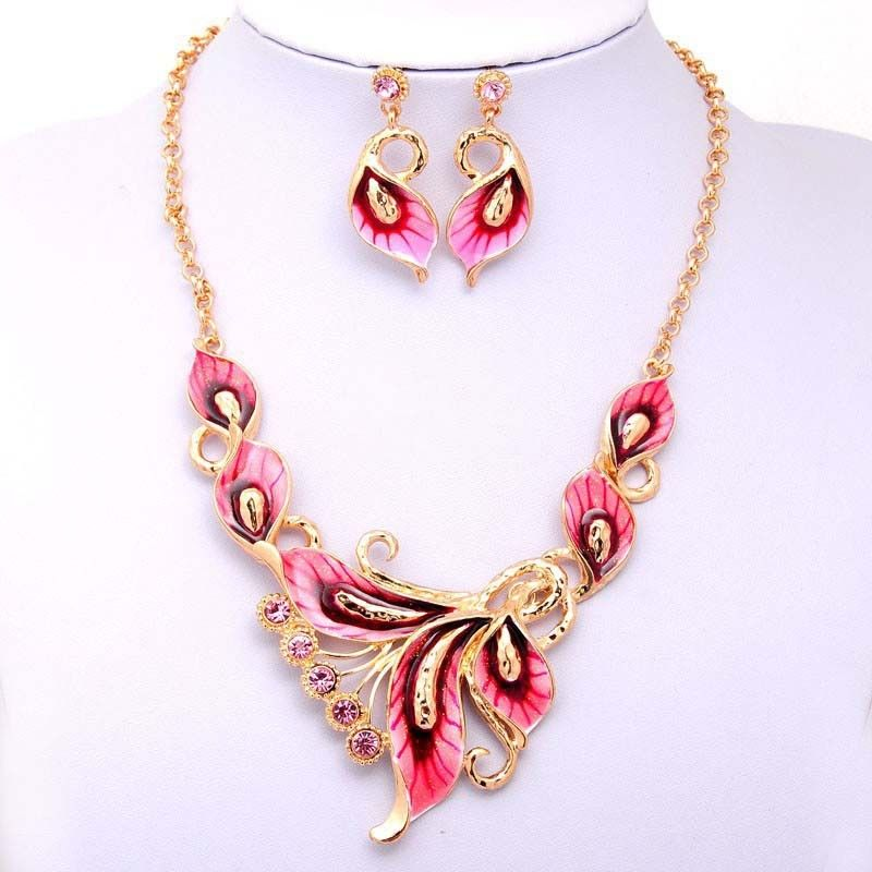 Ble Red Rhinestone Necklace...