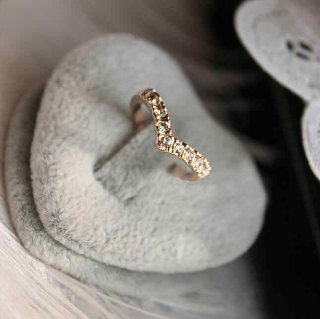 New fashion jewelry Unique Design Concise Simple Style Rhinestone Crystal V-shaped Tail Ring