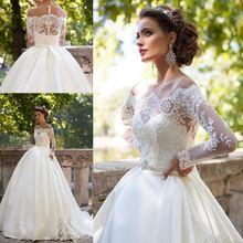 Платье свадебное атласное на пуговицах с открытыми плечами и