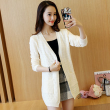 In the long sleeved cardigan sweater lady pierced a loose sweater coat pocket spring 2017 all