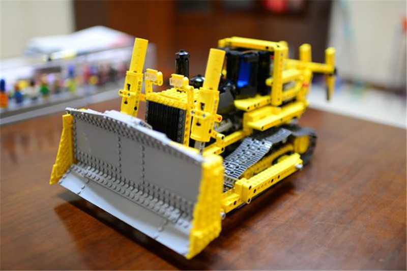 Technic Series Remote Contro Lthe Bulldozer Model Assembling Building Block Bricks Kits Compatible with LEPINS Figures