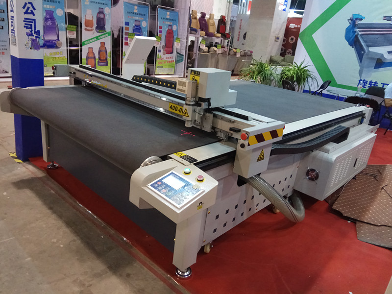 High Speed Cnc Oscillating Knife Cutting Machine For Fabric Textile Cutting AKZ1515