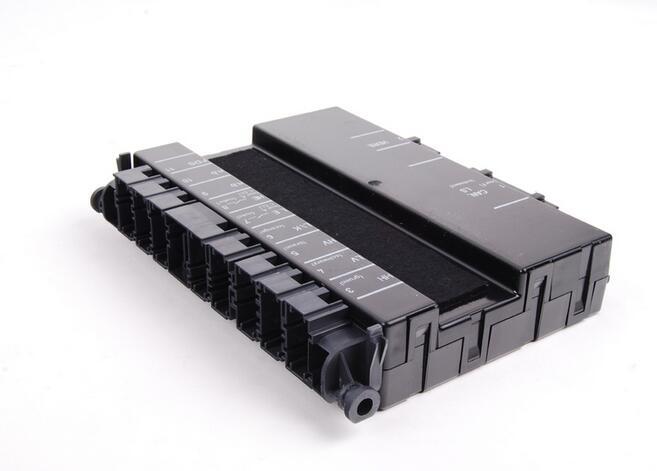 Module de commande de siège électrique latéral avant droit pour Mercedes W211 W203 W209 C230 C320 CLK320 E320 2118704726