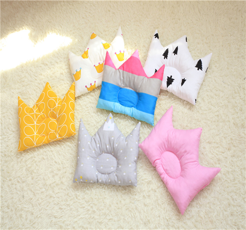 25*30CM Cotton Baby Pillow Crown Shaped Neonatal Prevent Migraine Baby Neck Correct Head Type Newborn Posing Pillow
