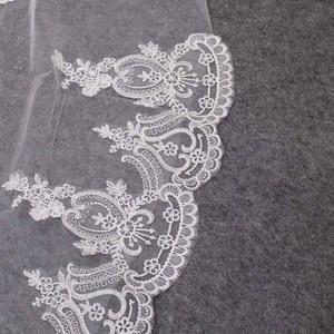 Image 4 - Hoge Kwaliteit Kant Applicaties Lange 2 T Wedding Veil Cover Gezicht 3 Meter Kathedraal Bridal Veil Met Kam Blusher Voile mariage