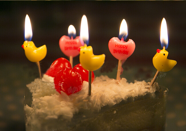 Free Shipping Child Birthday Cake Candle Yellow Duck And Red Heart Candles Children Party Themes