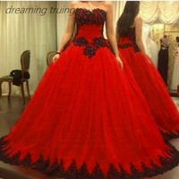 Виктории с открытыми плечами бальное платье Красные Свадебные платья с черной аппликацией готическое свадебное платье для вечеринки халат