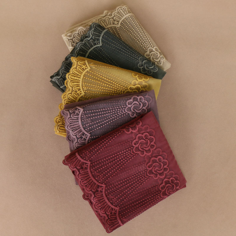 High quality lace cotton bead   scarves   Solid Color floral Hijab   scarf     Wrap   Tie-Dye Muslim Muffler lady   Scarves  /  Scarf   11 colors