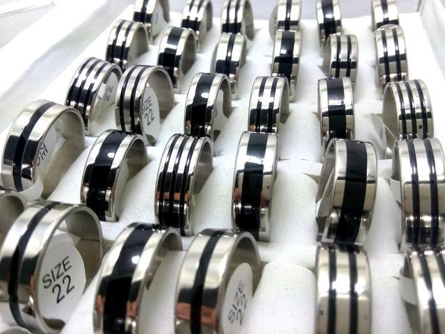 100pcs בתפזורת הרבה 8mm 316L נירוסטה חתונה טבעות עם שחור אמייל עיצוב טבעות לגברים תכשיטים
