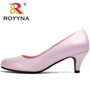 Image 2 - Royyna sapato feminino tamanho grande, sapato feminino estilo nova moda primavera e outono de tamanho grande, sexy, dedo do pé redondo, cores macio e colorido, frete grátis