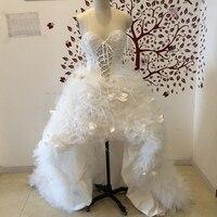 Dantel Gelinlik WDC-001 Üstüne Hi Lo Sevgiliye Kolsuz Lace Up Aplike Süpürgelik Tüy Sonbahar Kış Vestidos De Noiva