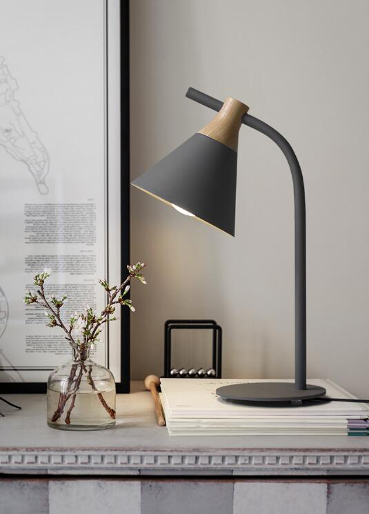 Современная Европейская железная Настольная лампа с деревянным основанием, простая настольная лампа, светодиодный E27 с 4 цветами для учебы, спальни, гостиной, книжного магазина, кафе - Цвет абажура: Gray