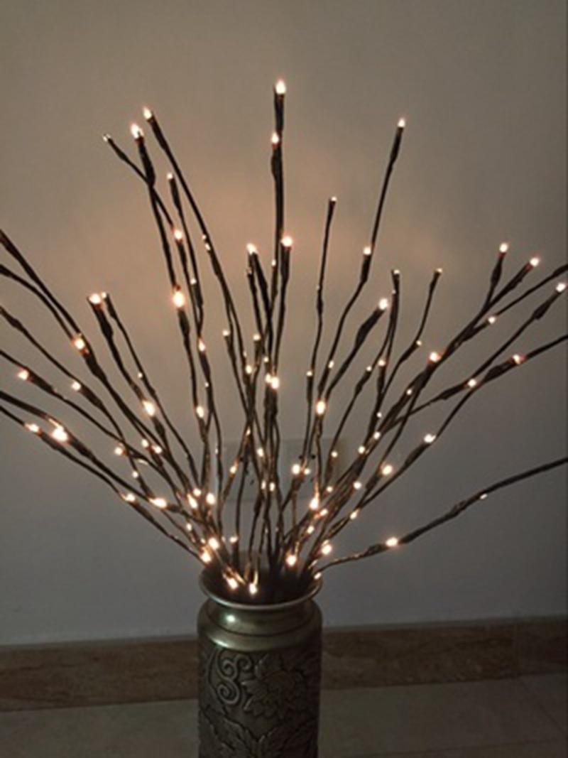 Takkenbos Met Lampjes. Kerst Aan Het Plafond Zoek Een Mooie Tak Met ...