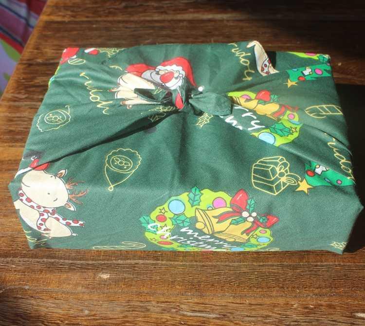 Os testes padrões do natal envolvem o bloco cotton100 % do presente de furoshiki de pano/desenhos animados imprimiram 50 cm/muitos usos