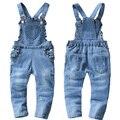 2017 nueva primavera y el otoño de los bebés de mezclilla pantalones del babero infantil del mono guardapolvos encantadores para niños chica roupas de bebe