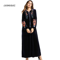 2018 New Plus Size Long Women's Velvet Dress Warm Dress 4XL Embroidered Muslim Abaya Dress Middle Eastern Islamic Clothing