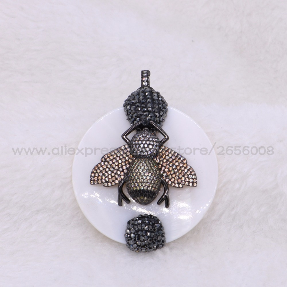 3 Pcs Round shell pendants with micro pave bee Nacklace pendant High quality bee pendant handcrafted jewelry pendant 2636
