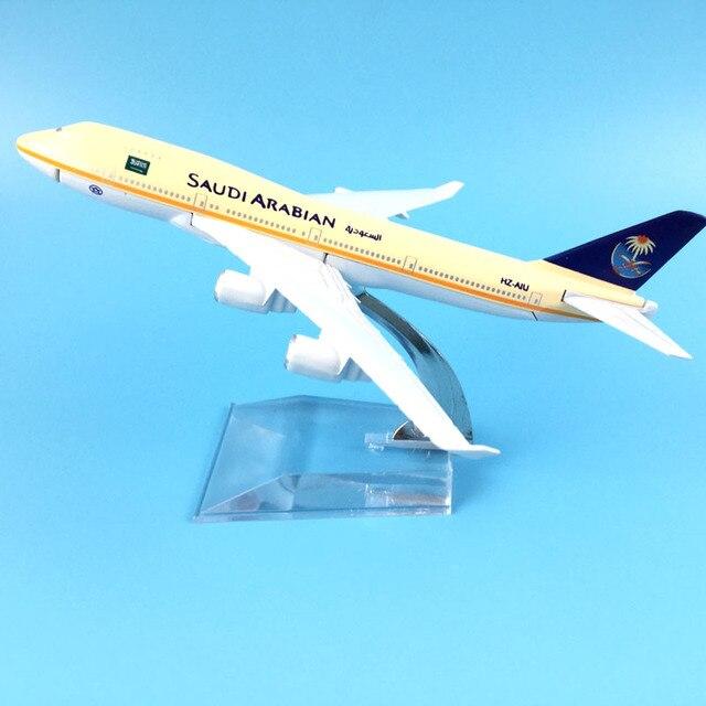 16cm Alloy Metal AIR SAUDI ARABIAN B747 Airlines Boeing 747 400 Airways Airplane Model Plane Model W Stand Aircraft Gift