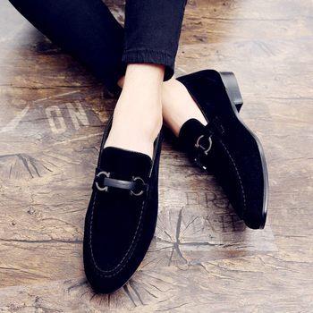 Hombre caliente zapatillas de deporte Casual de cuero de diseñador de Slip-on hombres zapatos de alta calidad joven Casual zapatos de cuero de marca de lujo hombres zapatos