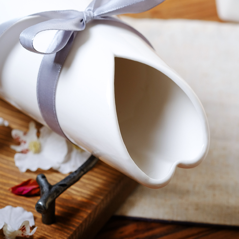 Modern Stylish Geometric Ceramic Vase Creative White Flower Vase Modern Decor Flower Vase Ceramic Wedding Decor Fashion MattVase in Vases from Home Garden