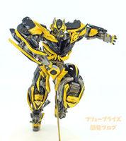 18cm Original Anime Transformers PVC Bumblebee model children Toy Dolls Gifts