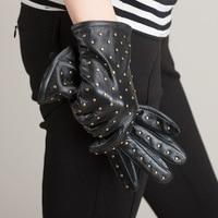2018 New Black Warm Winter Gloves Women Real Leather Gloves Lady Fashion Punk Rivets Short Wrist Driving Sheepskin Mitten AGB168