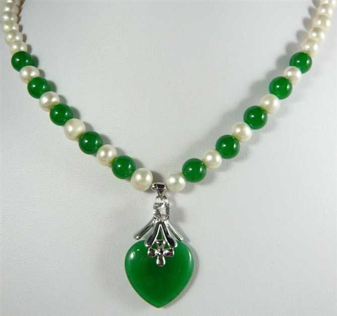 pretty 7-8mm mixed white pearl & green jade bead +green heart jade pendant necklace