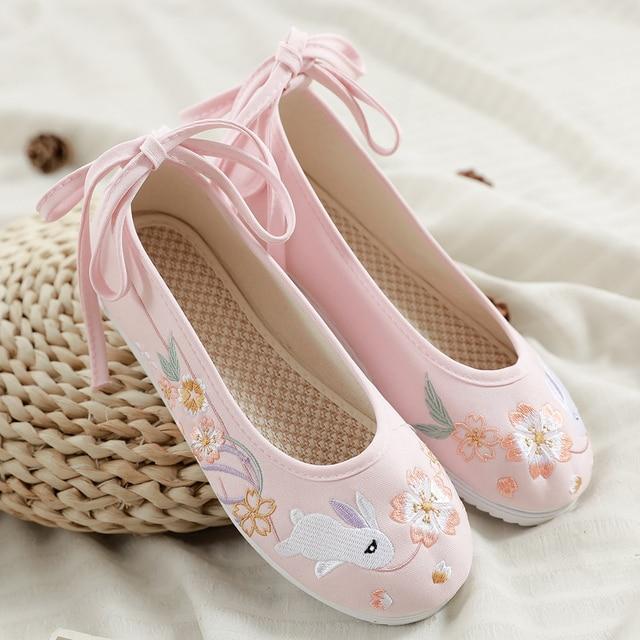 Hanfu รองเท้าผู้หญิงรองเท้าจีน Vintage ผู้หญิงโบราณ Dynasty กระต่ายน่ารักปักเต้นรำรองเท้าบัลเล่ต์ผู้หญิง Huan Tu