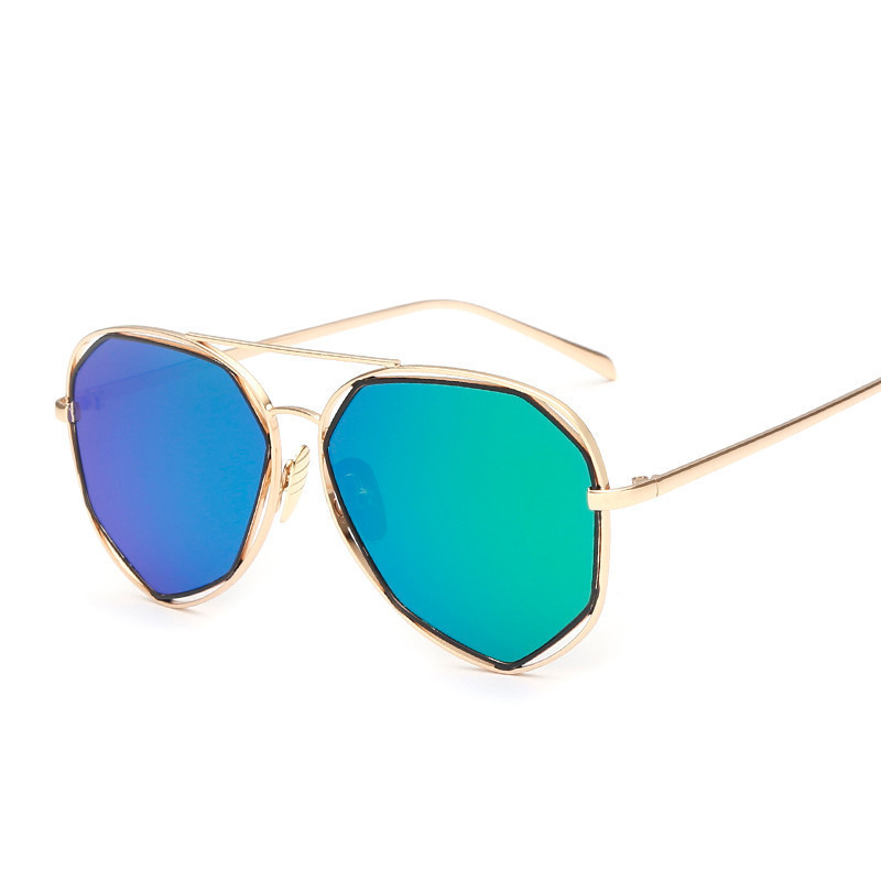 c8025f6f1a Gato del diseñador marca Gafas de sol mujeres aleación más nueva Marcos  reflectante gato Sol Gafas oculos de sol feminino UV400