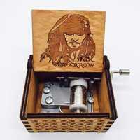 Caja de madera envejecida tallada Caja de música piratas del Caribe Jack Sparrow Caja de música hecha a mano grabada
