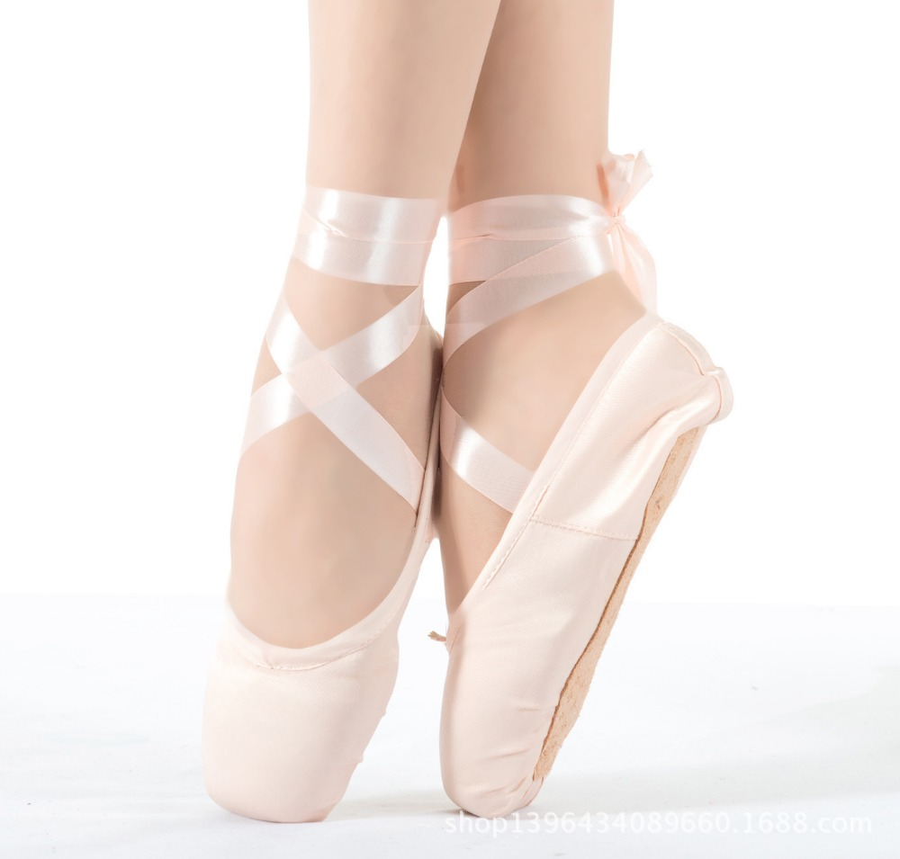 BLOCH® Professional dancewear, ballet & dance shoes. Unique, beautiful & exclusive designs for ballet, latin, jazz & tap. See the full BLOCH® range today! As this is the first time visiting Bloch please select which store you would like to visit.