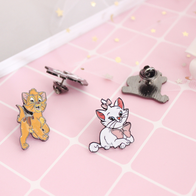 Free Shipping Cartoon Cute Metal Enamel Funny Cat Kitty Brooch Pin For Women Fashion Clothing Bag Hat Badge Brooches jewelry
