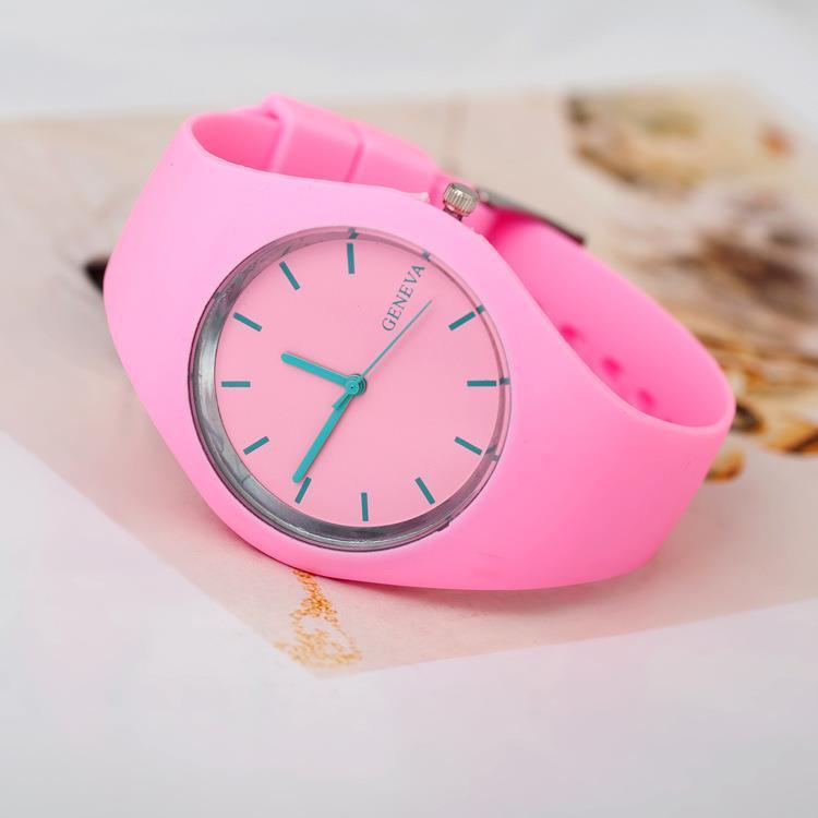 2015 Nova Famosa Marca de Genebra Verde Menta Cor de Geléia Relógio de Quartzo As Mulheres Se Vestem Relógios de Silicone Esportes Relógio Relogio feminino