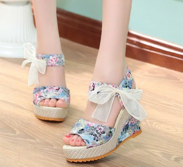 HOT new Shoes Women 2018 Summer New Sweet Flowers Buckle Open Toe Wedge  Sandals Floral high-heeled Shoes Platform Sandals 47482b95da31