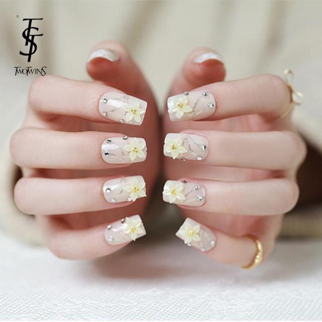 New Fashion Diamond Fake Nails Extension Flower False Tips Shining Powder 3d Design French Bride