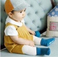 春のベビーロンパース新生児服ベビー女の子男の子ノースリーブジャンプスーツ服幼児ニットロンパース写真撮影の小道