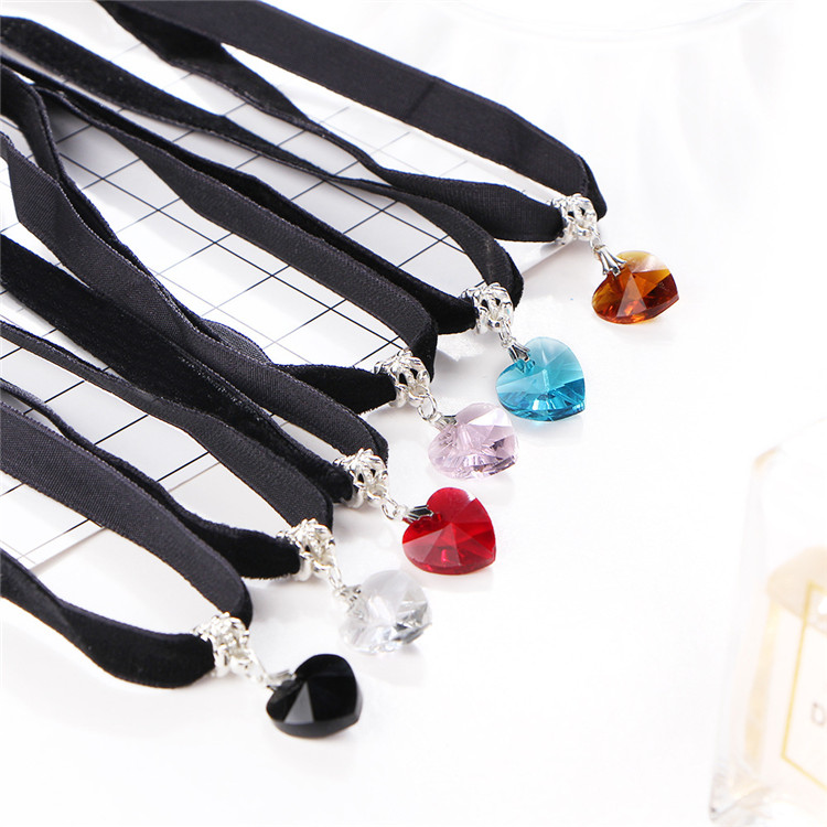 HTB1fFS9QFXXXXaRXFXXq6xXFXXXE - New Fashion Woman Velvet Choker Heart Crystal Pendant Necklaces For Women Jewelry Female Black Ribbon Necklace Party Gift Collar