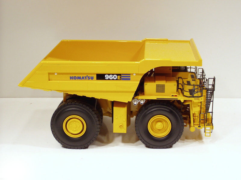 FIRST GEAR KOMATSU 1/50 SCALE 960E MINING DUMP TRUCK DIECAST REPLICA VEHICLE NEW first gear 50 3246 komatsu d65px 17 bulldozer w hitch 1 50 nib toy