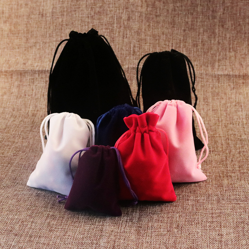 500 sztuk/partia 5x7 cm czarny/szary/różowy/fioletowy udogodnienia takie jak bezpłatny bezprzewodowy dostęp do aksamitny prezent torby na torby do pakowania biżuterii 2018 nowy aksamitna, zamykana na sznurek torby w Pakowanie i ekspozycja biżuterii od Biżuteria i akcesoria na  Grupa 1