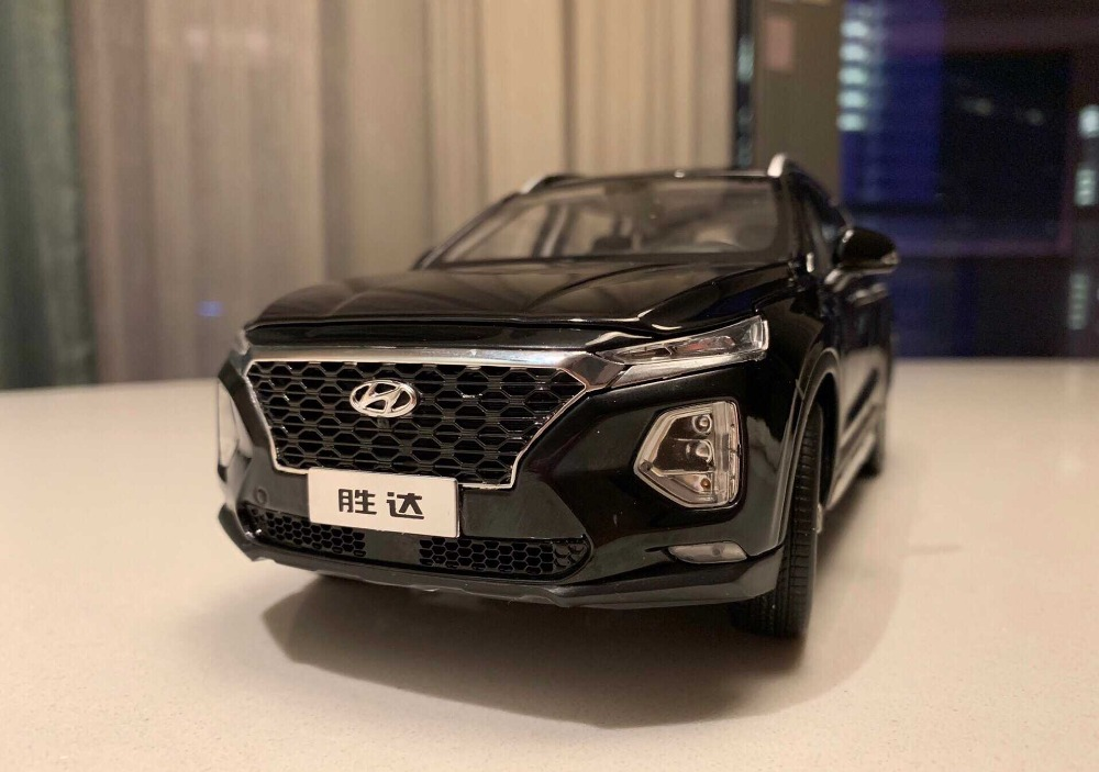 1:18 Diecast Model for Hyundai SantaFe 2019 Black 4th Generation Large SUV Alloy Toy Car Miniature Collection Gifts