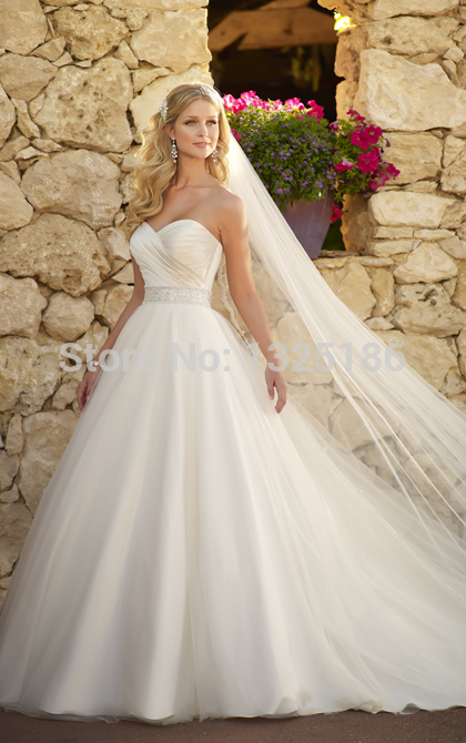 Vestido de novia corte princesa con cola