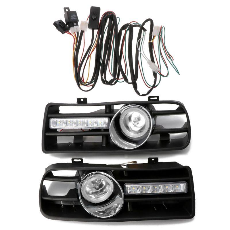 Une paire de pare-chocs avant inférieur avec feu antibrouillard LED et lumière DRL