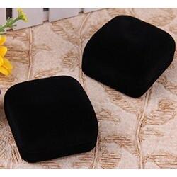 Круглая коробка пара черного бархата
