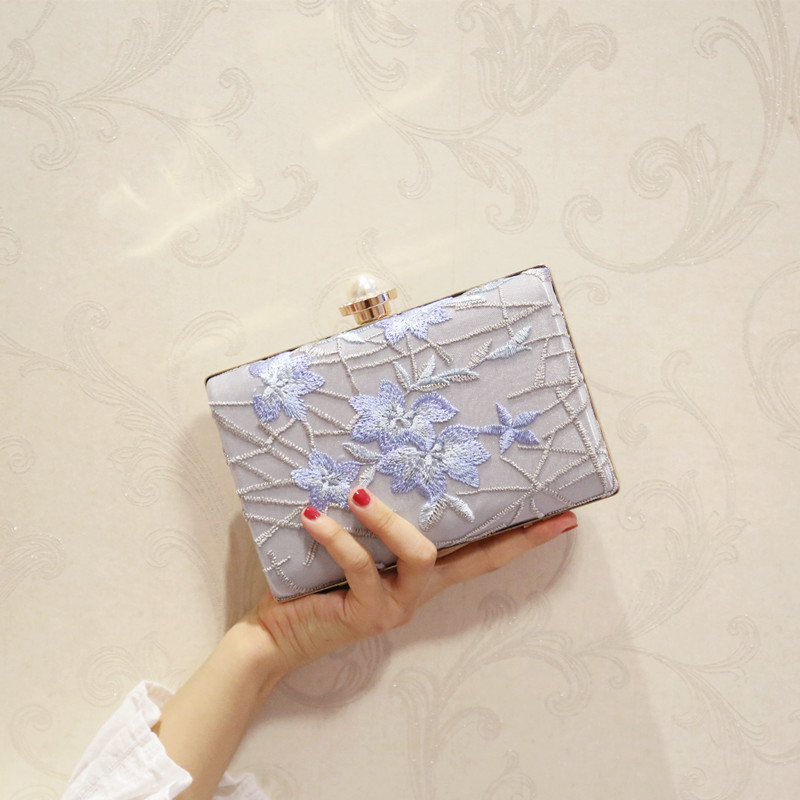 Pearl embroidered dinner banquet clutch bag small square 2017 new korean fashion shoulder bag diagonal package female