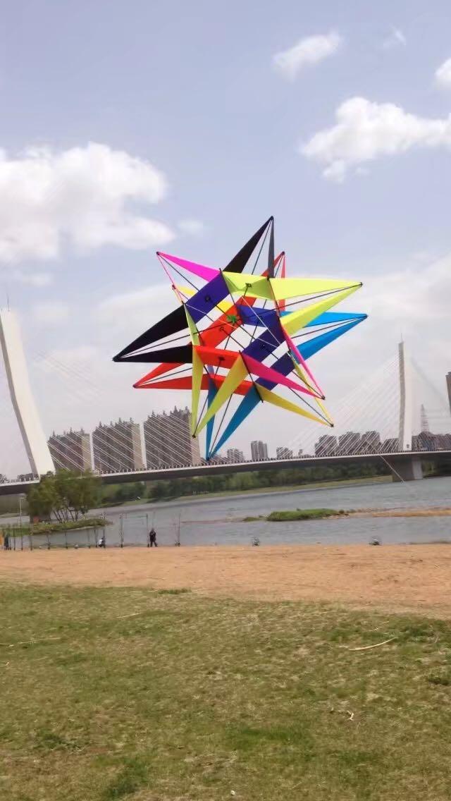 NOUVEAU 3D Huit-ling couleur cerf-volant cerf-volant avec poignée et chaîne facile à voler