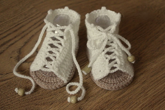 Crochet baby sandals, baby gladiator sandals, baby shoes, handmade white photo prop, size 0-12 months, baby shower gift