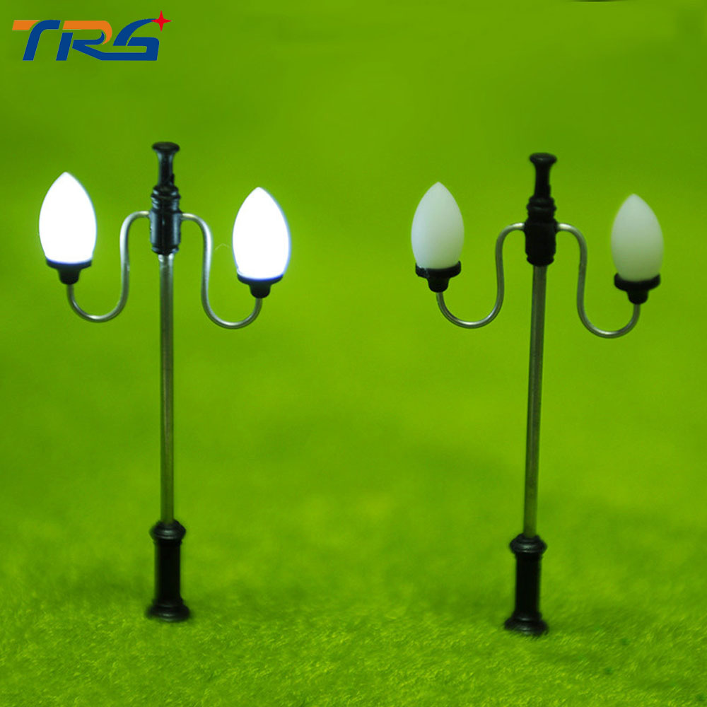 Model Train Railway Double Head Copper Lamp Scale 1: 100 Street Light Architectural Metal Lamppost 3V led