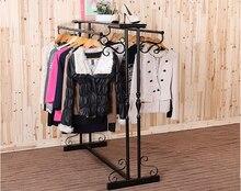 Кованые одежды железные стойки. тип пола полки магазина одежды.